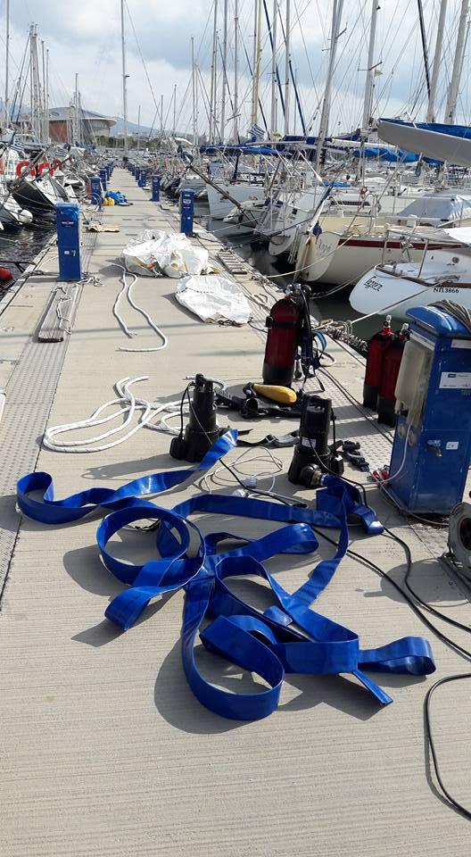 προετοιμασία ανέλκυσης ναυαγίου με αντλίες από intermare divers