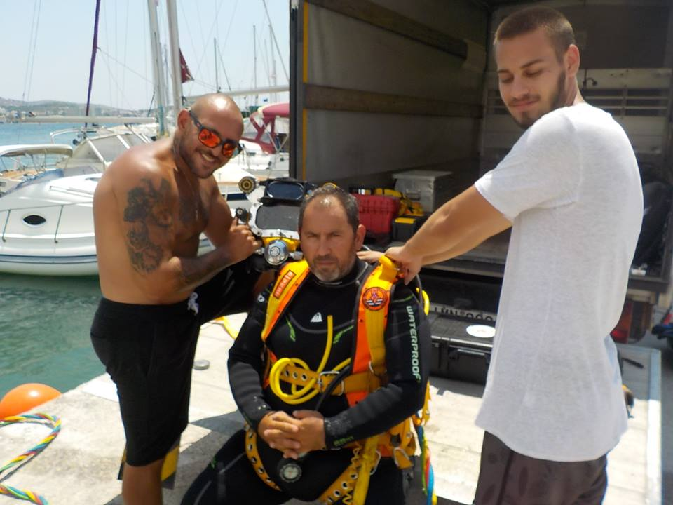 helmet training with professional diver george vardakas