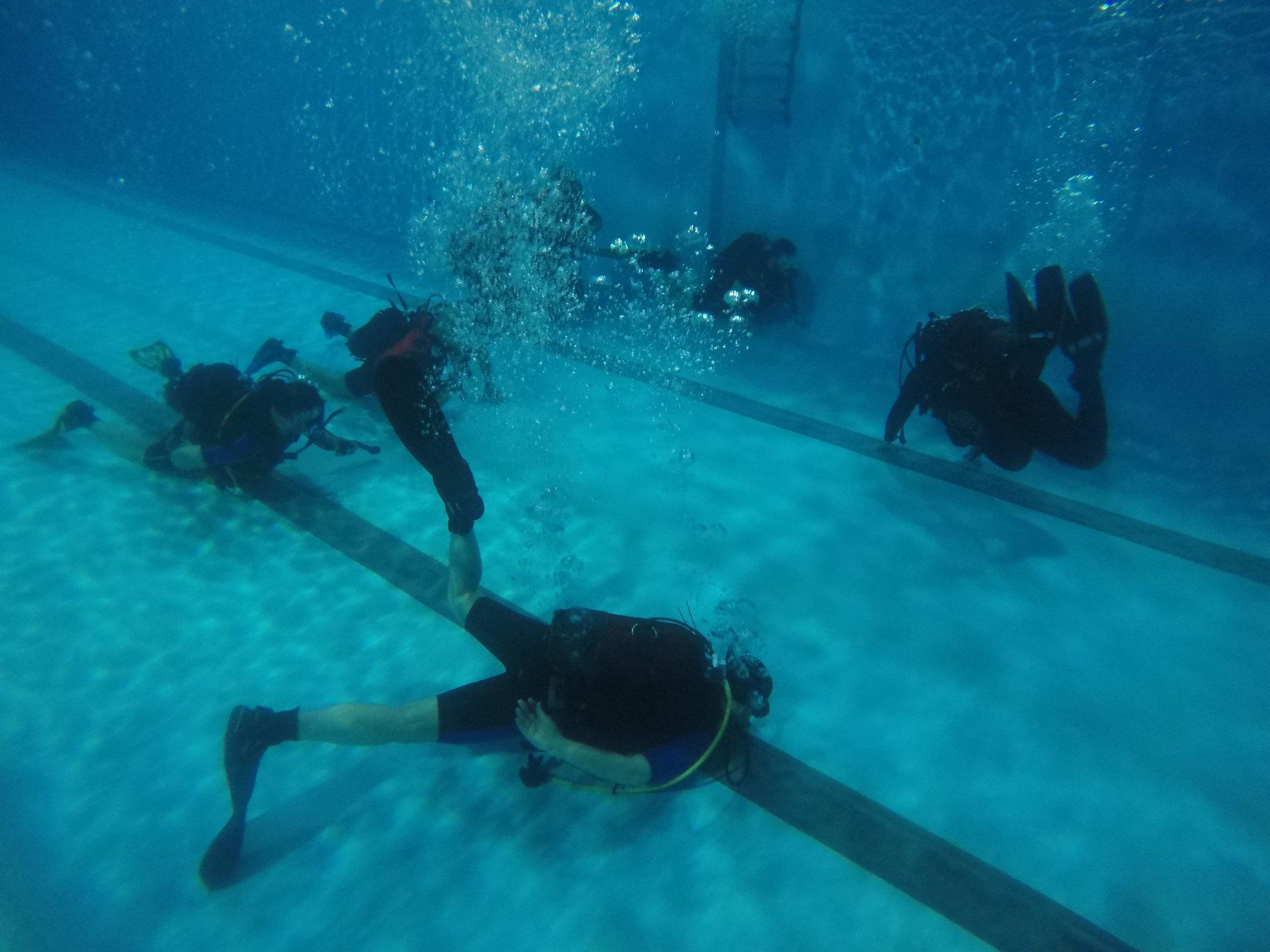 μαθήματα κατάδυσης για αρχαρίους σε θερμαινόμενη πισίνα
