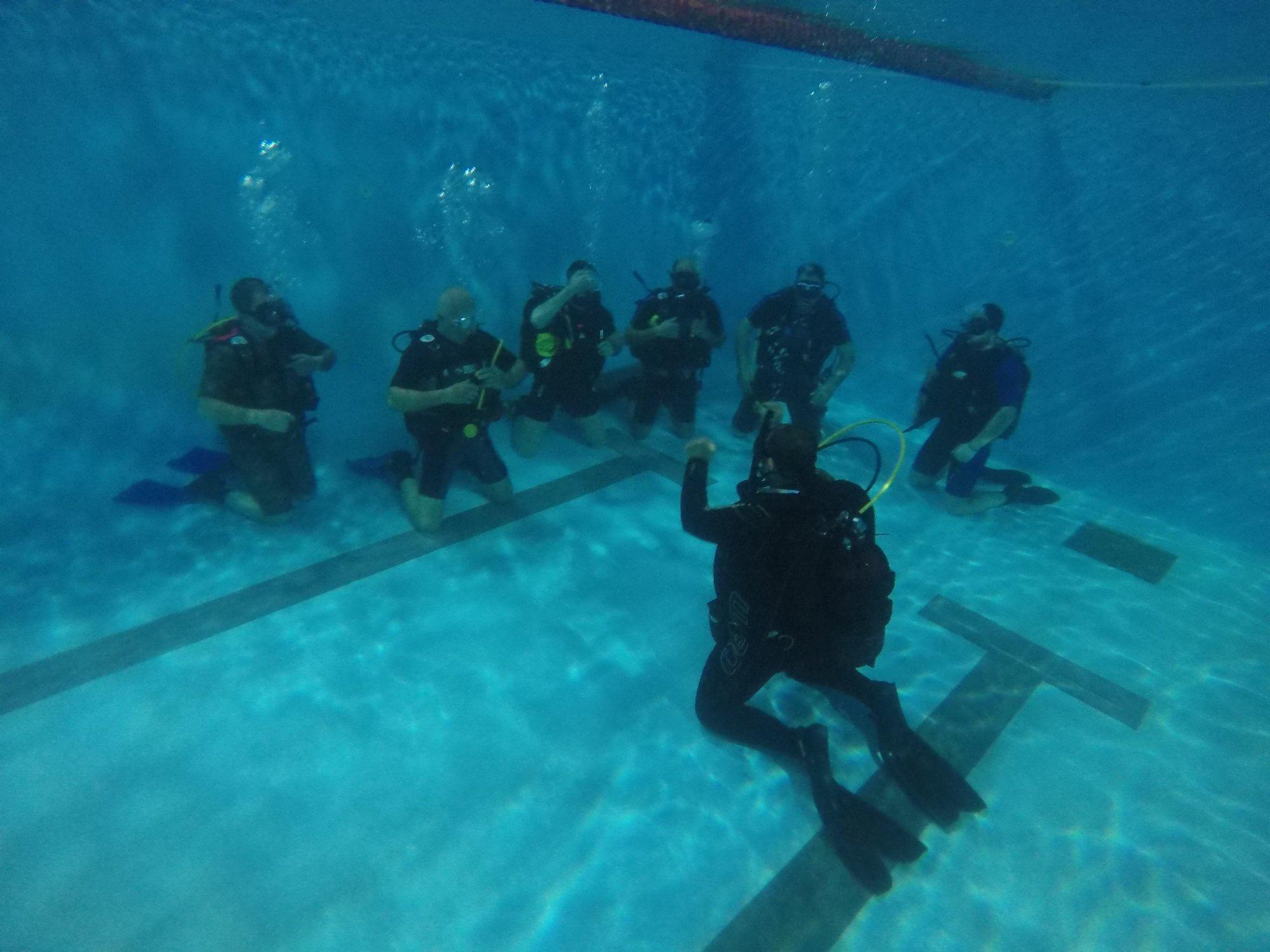 αναπνέοντας στο νερό μάθημα κατάδυσης